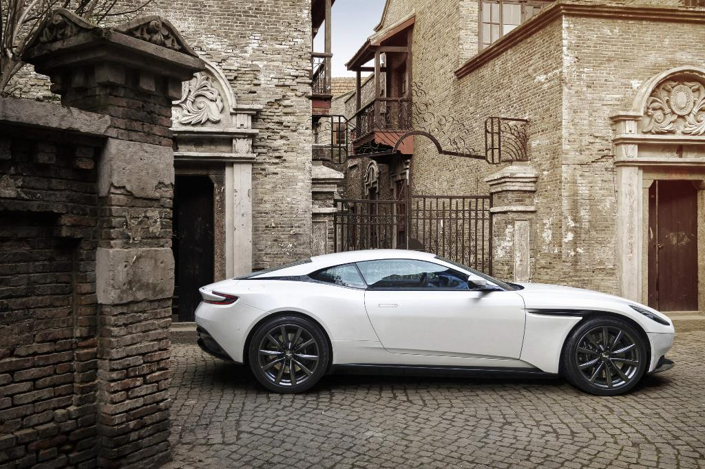 Aston Martin DB11 z silnikiem V8