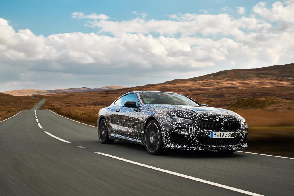 Wypadek testowego BMW serii 8