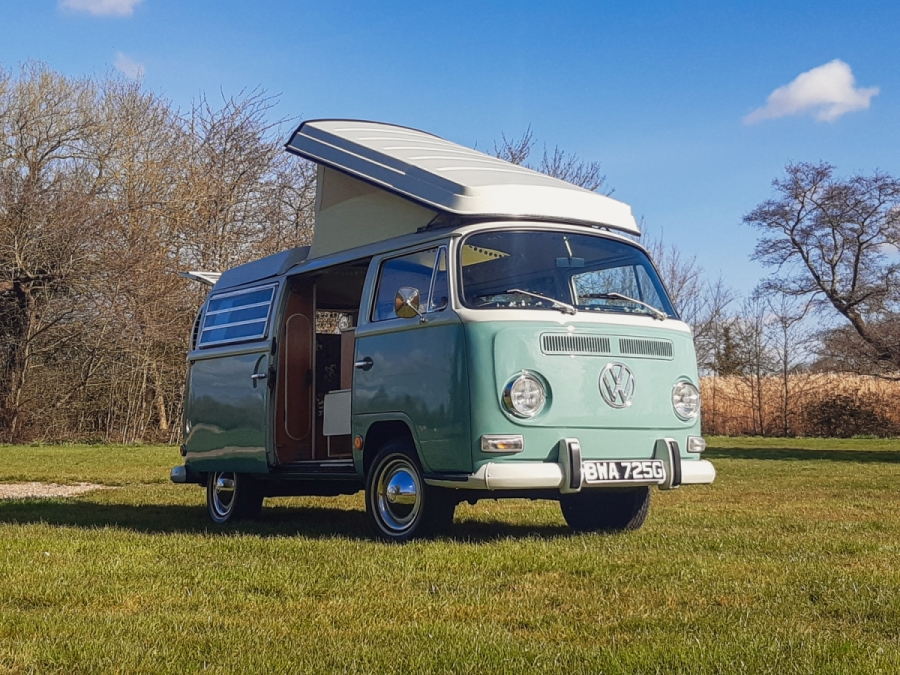 Volkswagen Type 2 Westfalia 'Bay Window' (1969)